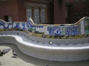 Мозаичная скамья Парк Гуэля